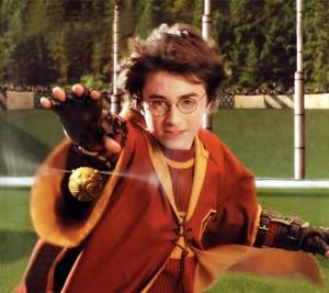 hp1-harry-jugando-quidditch