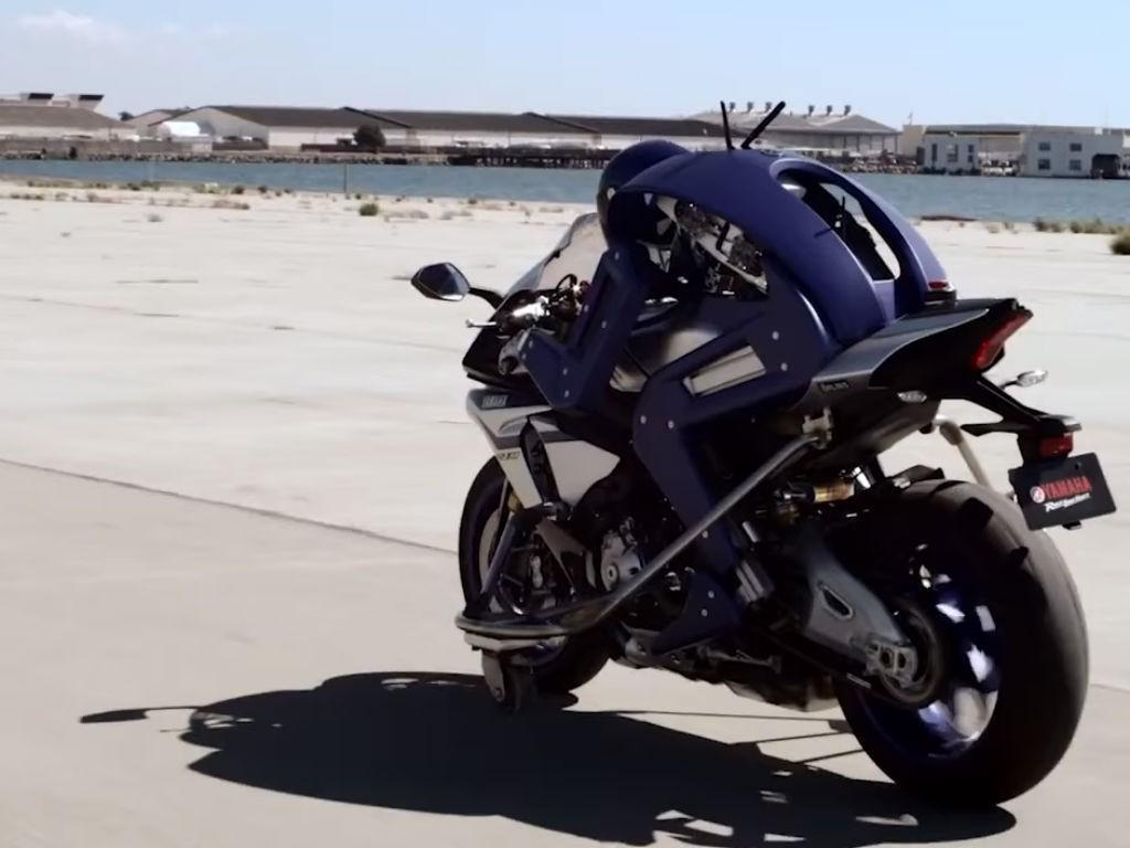 Yamaha-construyó-un-robot-que-maneja-una-moto-por-si-solo-