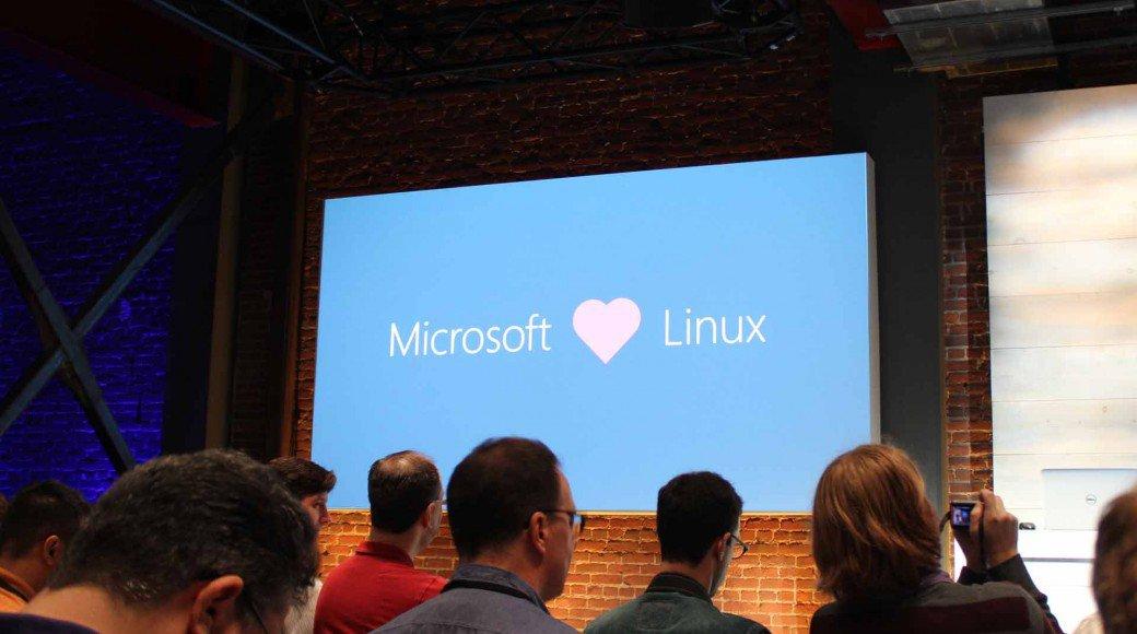 Microsoft-loves-Linux-1040x580