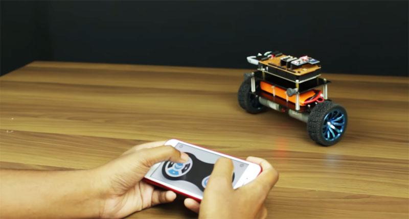 La UNAM ofrece curso gratuito para construir un robot y manejarlo por móvil